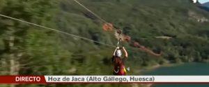 Aragón en Abierto nos visitó la pasada semana y, por supuesto, saltaron desde la tirolina doble más larga de Europa... ¡¡Toda una experiencia, volar sobre el lago con estas vistas tan increíbles!!
