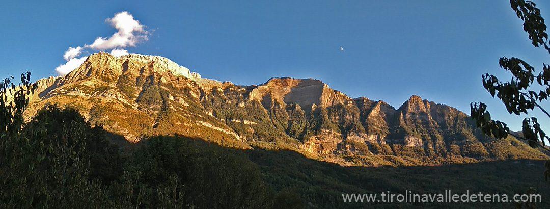 Estamos preparando la temporada de invierno... mientras el otoño llega al Valle de Tena