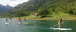 isfrutar del pádel surf o las canoas en el embalse de Lanuza